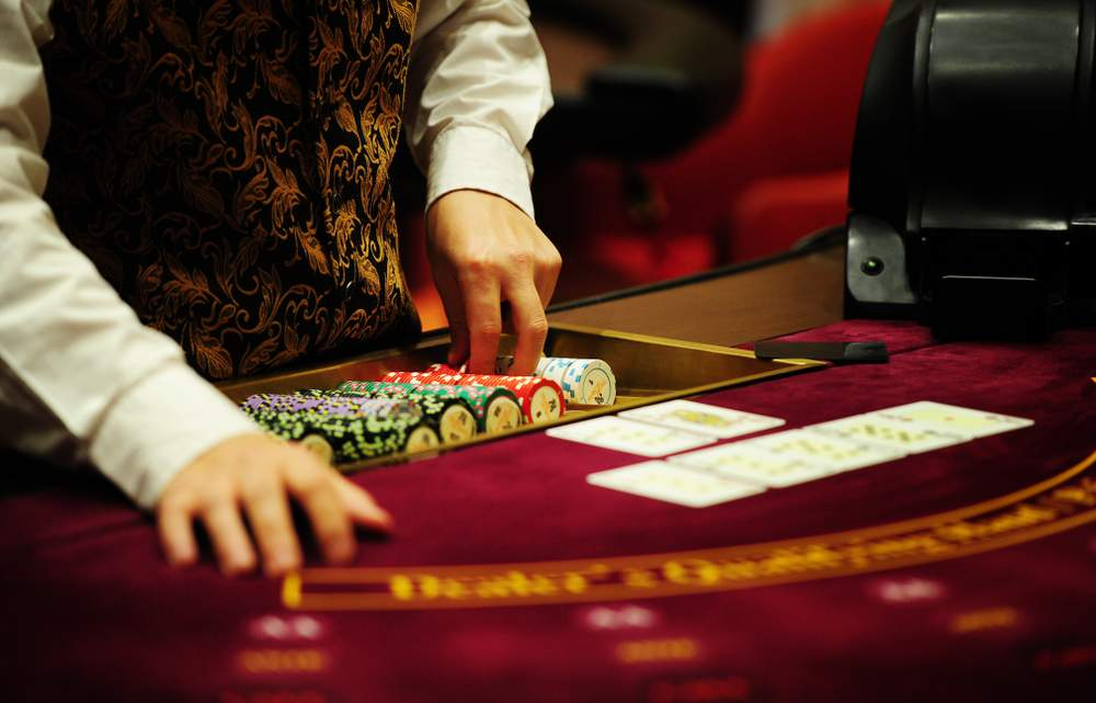 How Much do Casino Dealers Make? Roles, Salaries and Expectations.