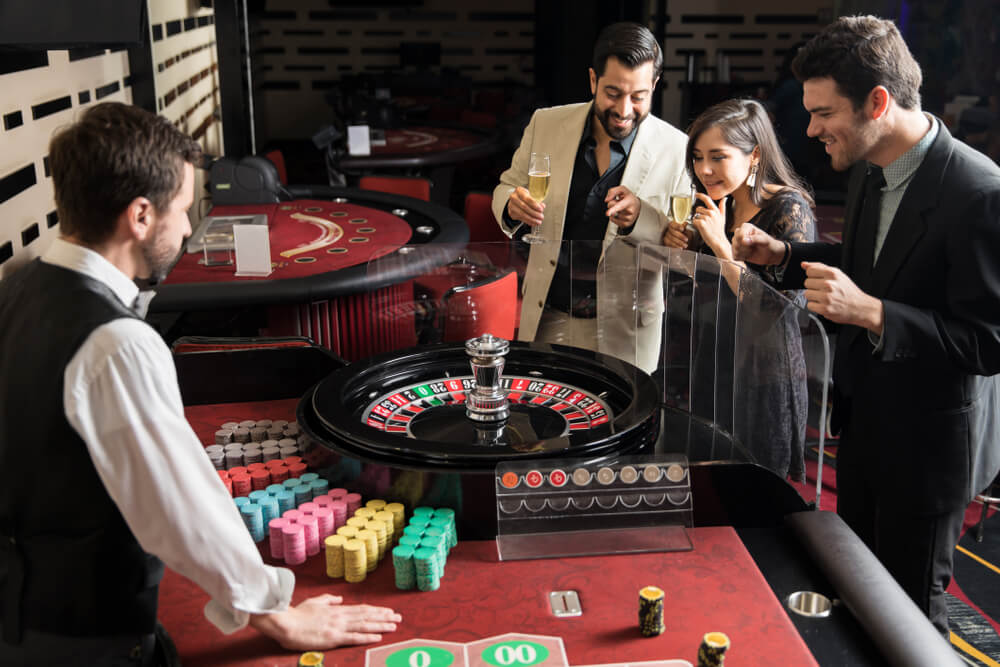 How much do casino workers make?