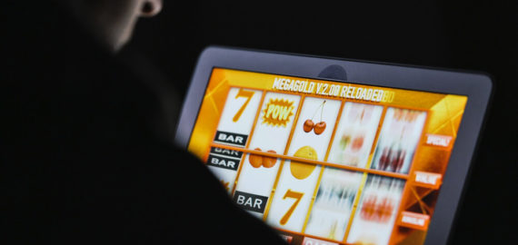 How To Play Slots Like A Pro Online In 2021